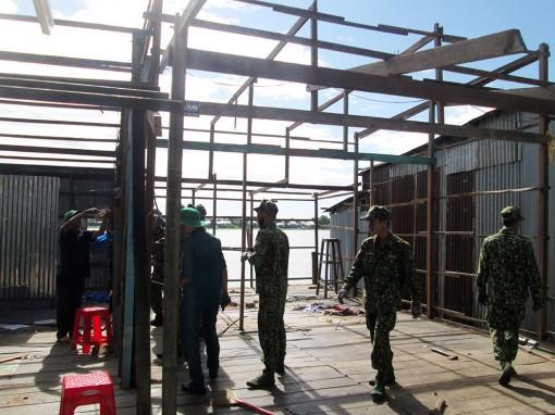 Đã di dời 11 hộ dân bị ảnh hưởng trực tiếp tại khu vực sạt lở xã Vĩnh Thạnh Trung đến nơi an toàn
