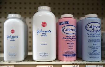 Nhiều tổ chức quốc tế kêu gọi J&J ngừng bán phấn rôm Baby Powder