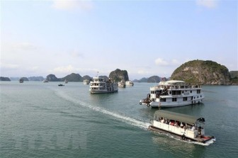 Từ ngày 10-7, giảm 50% phí tham quan lưu trú trên vịnh Hạ Long