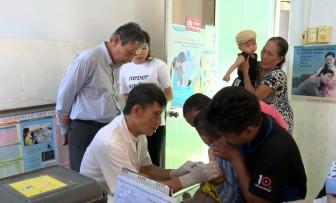 Trung tâm Kiểm soát bệnh tật An Giang kiểm tra công tác tiêm chủng tại huyện Phú Tân