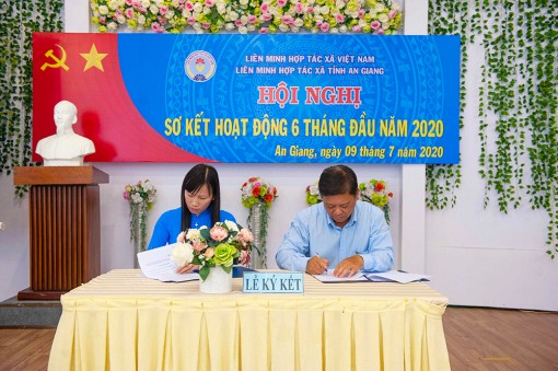 Liên minh Hợp tác xã tỉnh An Giang ký kết ghi nhớ hợp tác với Liên minh Hợp tác xã Việt Nam