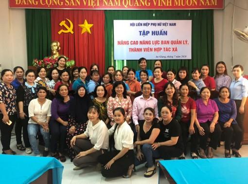 Nâng cao kiến thức cho cán bộ Hội Phụ nữ về hợp tác xã, tổ hợp tác