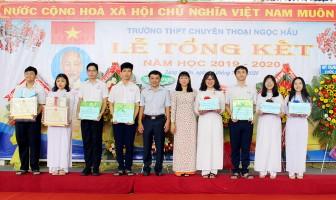 Hơn 1.000 học sinh Trường THPT chuyên Thoại Ngọc Hầu xếp loại giỏi năm học 2019 - 2020