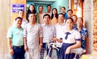 Tặng nhà Đại đoàn kết cho hộ cận nghèo phường Mỹ Phước