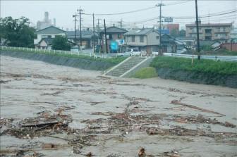 Thủ tướng Nhật Bản thị sát vùng thiên tai, đánh giá thiệt hại mưa lũ