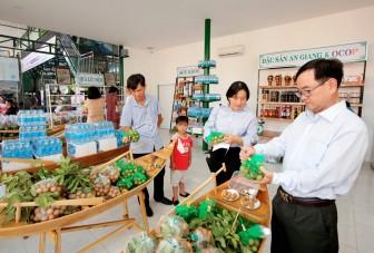 Khai trương cửa hàng đặc sản An Giang và Văn phòng đại diện Liên hiệp Hợp tác xã tiêu dùng Việt Nam tại An Giang