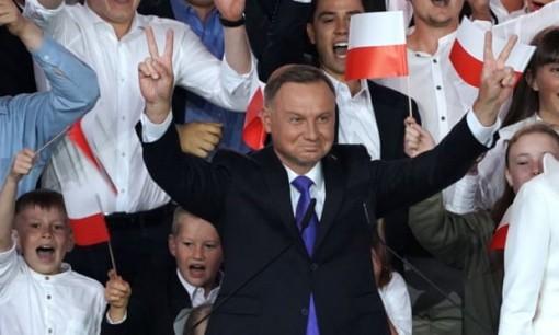 Thắng sít sao, ông Andrzej Duda tái đắc cử Tổng thống Ba Lan