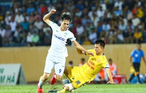 Trước vòng 10 V-League: Người tự tin vô địch, kẻ lo rớt hạng sớm