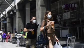 CDC Mỹ kêu gọi người dân đeo khẩu trang để ngăn COVID-19 lây lan