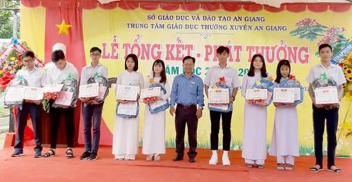 Trung tâm Giáo dục thường xuyên An Giang: Tổng kết và phát thưởng năm học 2019 - 2020