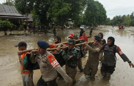 Lũ lụt tại Indonesia khiến 15 người chết và hàng chục người mất tích