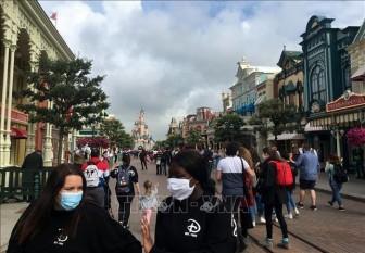 Pháp bắt buộc người dân đeo khẩu trang