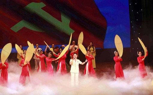 """Khai mạc Liên hoan sân khấu về """"Hình tượng người chiến sĩ CAND"""" năm 2020"""