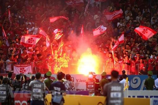 Hà Nội FC và Hải Phòng chịu cùng án phạt vì sự cố pháo sáng