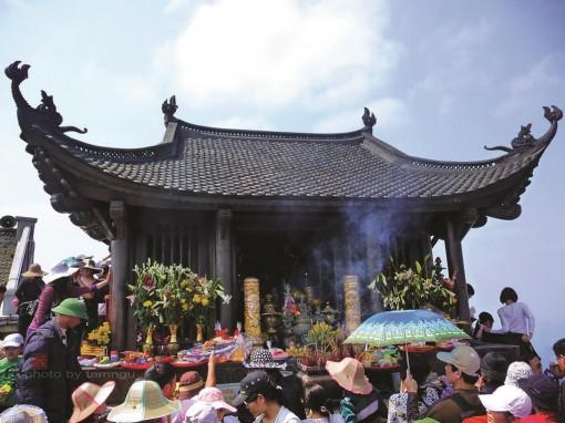 Về đỉnh thiêng Yên Tử tìm bóng hiền nhân