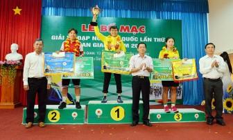 """Tay đua Nguyễn Thị Thật đoạt """"cú đúp"""" áo vàng và áo xanh Giải xe đạp nữ toàn quốc lần thứ XXI - An Giang 2020"""