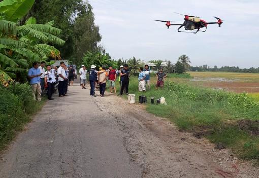 Ứng dụng thiết bị bay không người lái phục vụ sản xuất nông nghiệp tại xã Vọng Đông