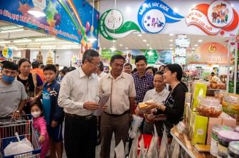 """Khai mạc  """"Ngày hội các sản phẩm tiêu biểu, nổi tiếng 4 tỉnh An Giang, Đồng Tháp, Long An và Tây Ninh"""""""