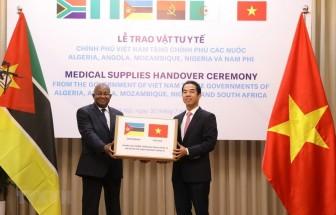 Dịch COVID-19: Việt Nam trao tặng vật tư y tế hỗ trợ các nước châu Phi