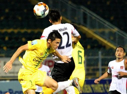 Bóng đá Việt phập phồng vì COVID-19