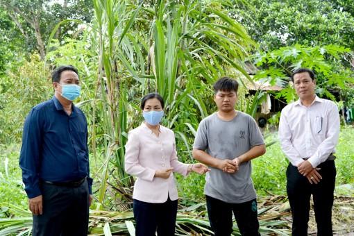 Lãnh đạo huyện Châu Thành khảo sát các mô hình nông nghiệp bị ảnh hưởng do mưa bão