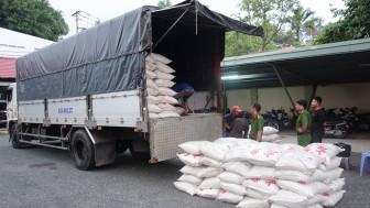 An Giang: Bắt 4 xe tải, vận chuyển 39 tấn đường cát nhập lậu