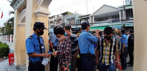 """TP. Châu Đốc: """"Đi từng ngõ, gõ từng nhà"""" rà soát các trường hợp đi về từ vùng dịch"""