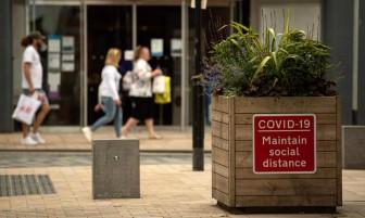 Chỉ một nửa số người Anh đồng ý tiêm phòng Covid-19