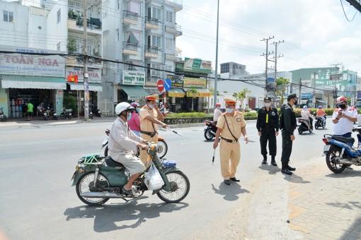Đẩy mạnh công tác tuyên truyền để người dân nâng cao ý thức chấp hành pháp luật an toàn giao thông