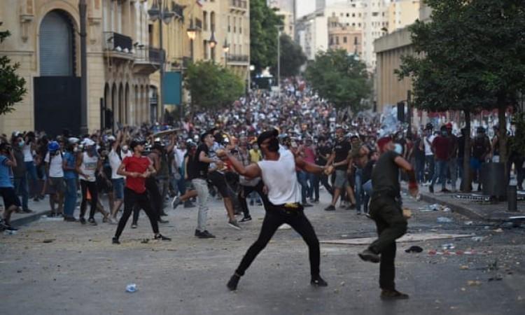 Liban: Người biểu tình cố xông vào các tòa nhà cơ quan công quyền