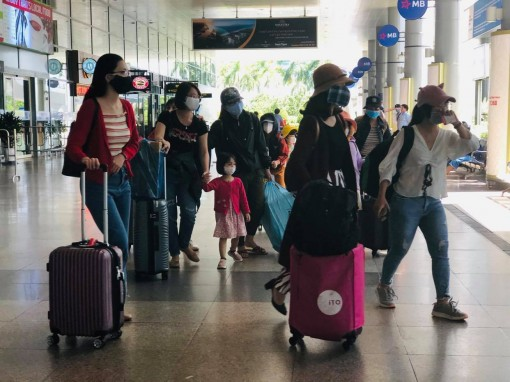 7 chuyến bay đưa 1.400 khách mắc kẹt rời Đà Nẵng về Hà Nội, TP.HCM