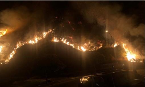 Cháy rừng dữ dội ở California buộc hàng ngàn người phải sơ tán