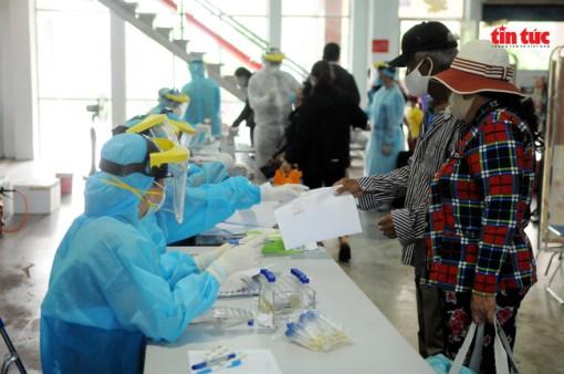 Thành phố Hồ Chí Minh hoàn tất việc lấy mẫu xét nghiệm tầm soát người về từ Đà Nẵng