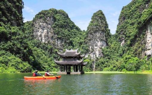 Chèo thuyền kayak ngắm cảnh Tràng An