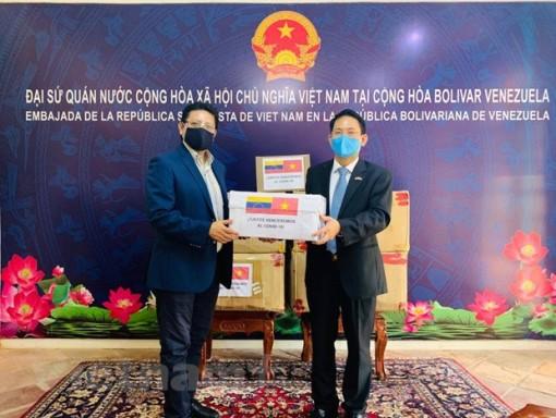 Việt Nam trao tặng vật tư y tế cho Bộ Ngoại giao, Quốc hội Venezuela