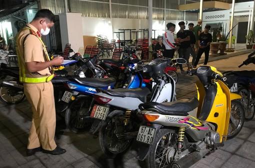 Ngăn chặn bắt nhóm thanh, thiếu niên đang tụ tập đua xe ở TP. Long Xuyên