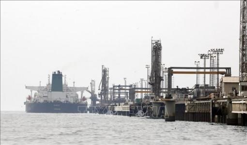 Giá dầu thế giới rơi xuống mức thấp nhất trong gần hai tháng