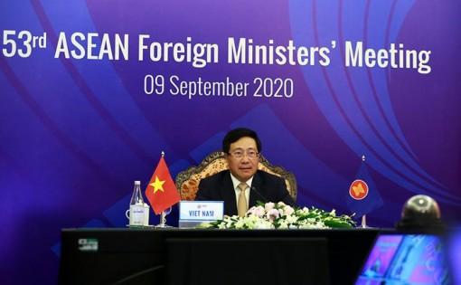 Việt Nam thẳng thắn nêu quan ngại về diễn biến trên Biển Đông tại AMM-53
