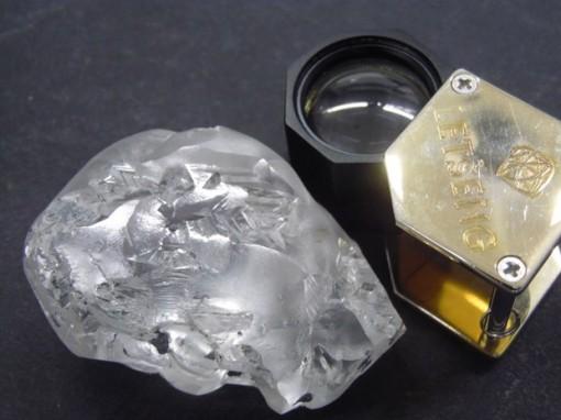 Phát hiện viên kim cương khổng lồ nặng 442 carat tại châu Phi