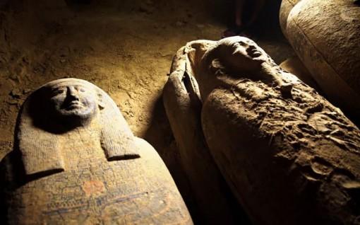 Ai Cập phát hiện 13 xác ướp bí ẩn trong giếng cổ