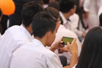 Học sinh cấp 2, cấp 3 được sử dụng điện thoại trong lớp để phục vụ học tập