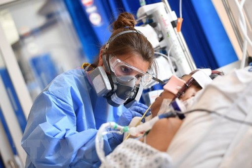 WHO kêu gọi đảm bảo an toàn cho nhân viên y tế giữa dịch bệnh COVID-19