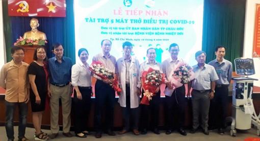 TP. Châu Đốc trao 5 máy thở điều trị bệnh COVID-19 cho Bệnh viện Nhiệt đới