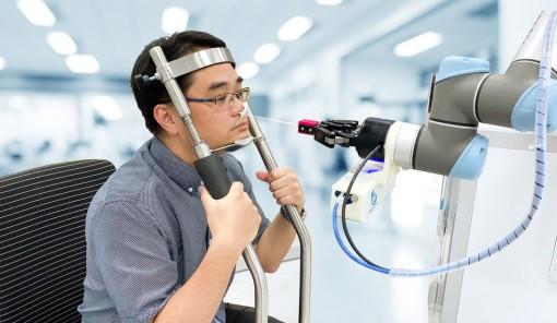 Robot lấy mẫu xét nghiệm COVID-19 nhanh và an toàn