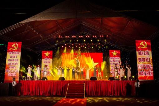 Biểu diễn Chương trình nghệ thuật đặc biệt chào mừng Đại hội đại biểu Đảng bộ tỉnh An Giang lần thứ XI thành công tốt đẹp