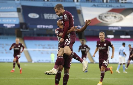 Thắng đậm Man City 5-2, Leicester chiếm ngôi đầu Premier League