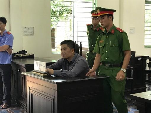 Nguyên thư ký toà án nhận 4 năm tù