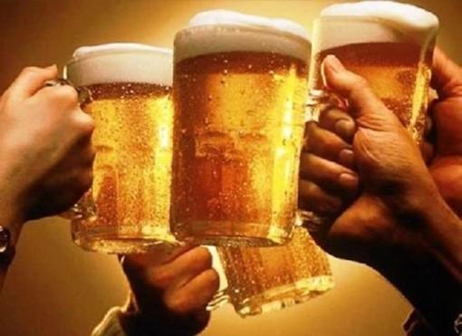 Từ 15-11, xúi giục, lôi kéo người khác uống bia sẽ bị phạt đến 1 triệu đồng