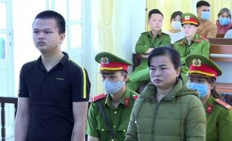 Bắn chết chồng và cha, hai mẹ con lãnh 36 năm tù