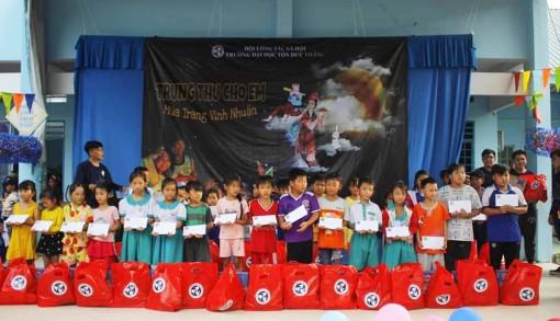Gần 3.000 phần quà Tết Trung thu cho trẻ em có hoàn cảnh khó khăn xã Vĩnh Nhuận